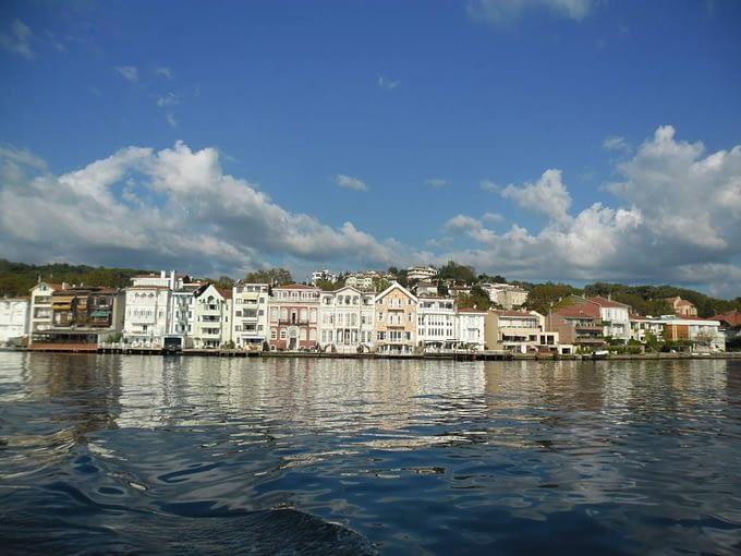 Crossing the Bosphorus by boat 04